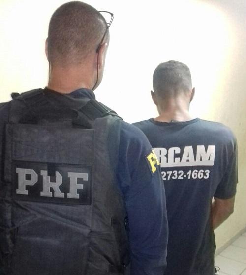 PRF recupera veículo de luxo roubado em Salvador/BA