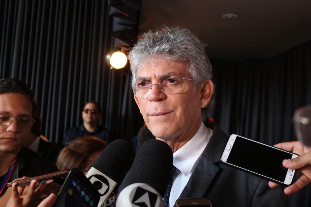 STJ limita foro de governador e manda ação à primeira instância