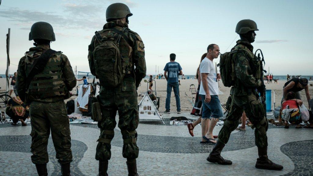 Temer autoriza intervenção na segurança do Rio de Janeiro