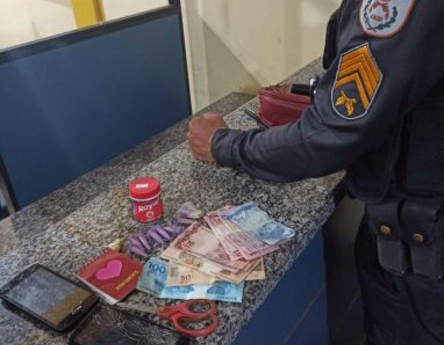 Mulher é presa com drogas em São Francisco de Itabapoana - NF Notícias