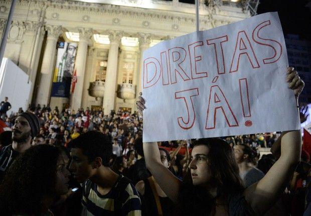 Resultado de imagem para Manifestantes protestam contra o governo e pedem Diretas Já em vários estados